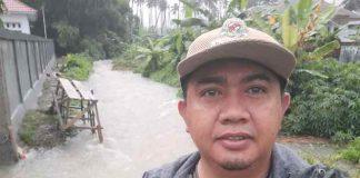 Abidin Patilima Pantau Debit Air Sungai di Kecamatan Tomini