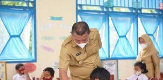 Bupati Bolmut Monitoring Belajar Tatap Muka di Kecamatan Pinogaluman