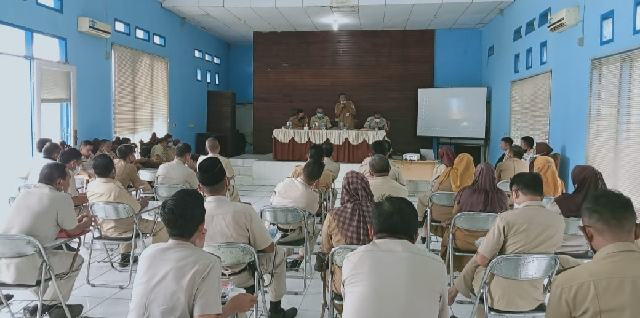 Asisten I Teddy Makalalag Evaluasi Kinerja Para Camat, Lurah dan Sangadi